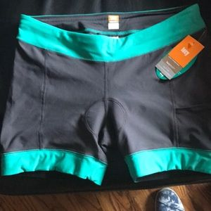 Lucy spin fusion sports shorts, size large
